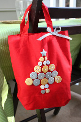 button christmas tree tote