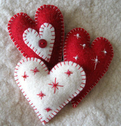 http://www.favecrafts.com/master_images/Christmas-Crafts/heart%20felt%20ornaments.jpg
