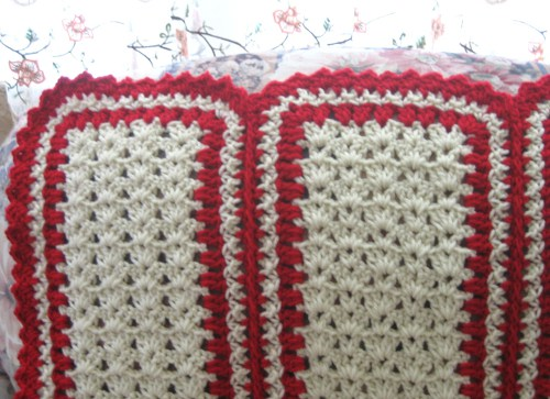 http://www.favecrafts.com/master_images/Crochet/A%20Cozy%20Mile%20A%20Minute%20Shell%20Throw1.JPG