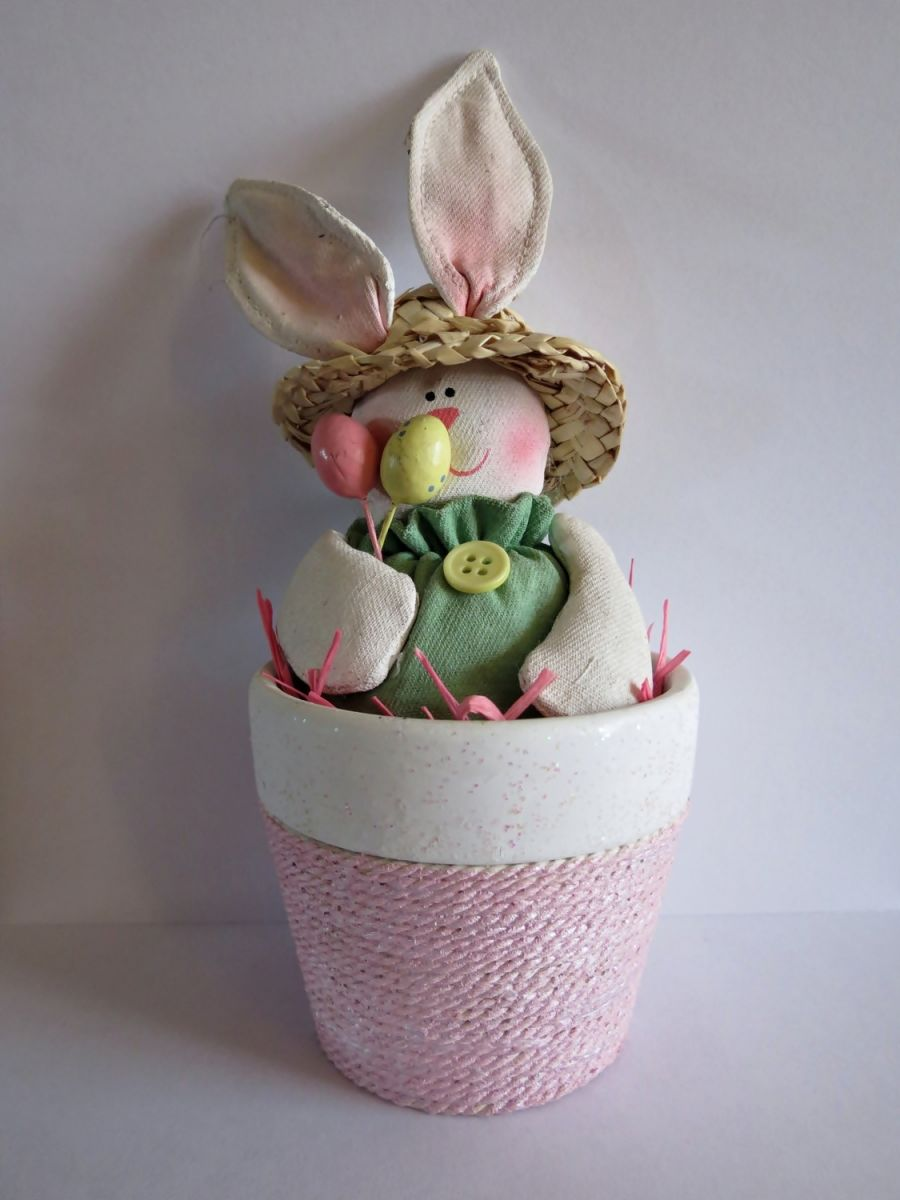 hoppy easter clay pot centerpiece. Black Bedroom Furniture Sets. Home Design Ideas