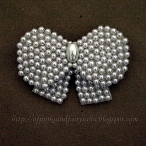 Pretty Pearl Bow Brooch