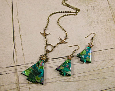Christmas Tree Earrings and Pendant Step 8