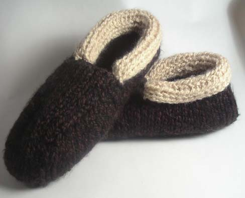 http://www.favecrafts.com/master_images/Knitting/Cozy%20Cabin%20Slippers%20for%20Men.jpg
