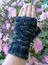 * Knit and Crochet Talker *: Fingerless mittens with a flap