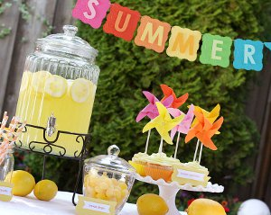 Summer lemonade party for Summer white party ideas
